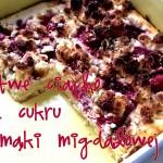 Placek z mąki migdałowej z kremem sernikowym, truskawkami i kruszonką – łatwy przepis na ciasto bez cukru