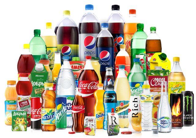 Puste kalorie z napojów słodzonych cukrem – unikaj ich jak ognia!