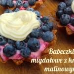Migdałowe babeczki z proteinowym kremem malinowym i polewą – bez cukru, bez glutenu