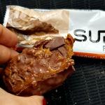 Fit Recenzje: Supreme Protein Caramel Nut Chocolate – czy 390kcal jest warte grzechu?