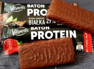 Fit Recenzje: Vitanella Truskawka & Kakao, baton proteinowy z Biedronki – hit czy kit?