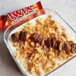Jednoporcjowy serniczek proteinowy a la Twix Crunchy Caramel 429kcal
