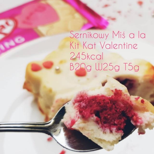 Walentynkowy sernik proteinowy jednoporcjowy a la Kit Kat Spring