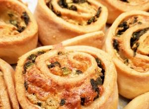 Kruche FIT rollsy ze szpinakiem i mozzarellą 🥬 🥯 134kcal 12g białka