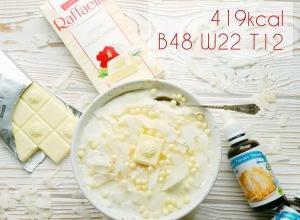Jednoporcjowy fit deser  z czekoladą Raffaello – 47g białka & 420kcal