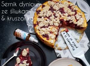Proteinowy fit sernik dyniowy bez cukru ze śliwkami i niskokaloryczną kruszonką bez masła
